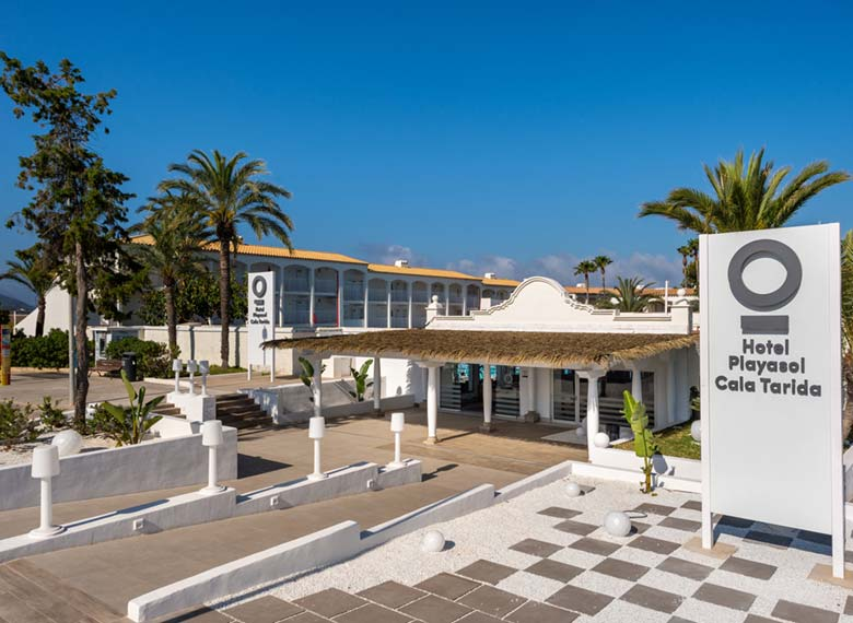 Accesible accommodation in Playasol Cala Tarida Clubhotel
